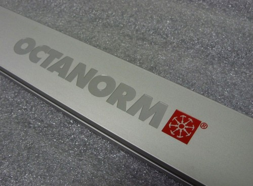 Szyld grawerowany - aluminium anodowane srebrny mat