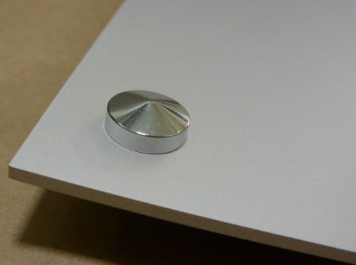 Zaślepka chromowaqna maskująca wkręt montażowy w szyldzie aluminiowym