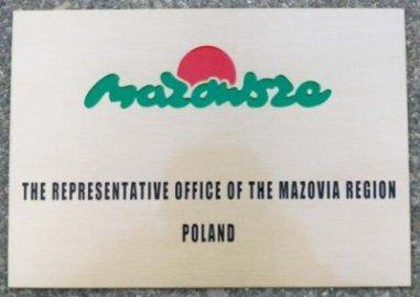 Szyld grawerowany - mosiądz szlifowany logo wypełnione farbą