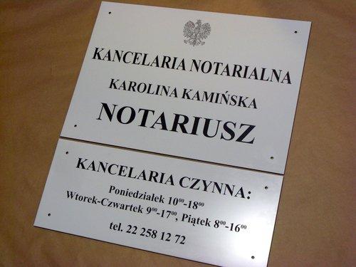 Grawerowany szyld notarialny i tablica uzupełniająca - materiał lz 902