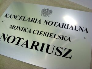 Tablica notarialna grawerowana z laminatu metalizowanego o wymiarach 50x35 cm