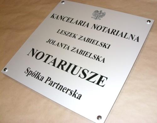 Tablica notarialna dla spółki partnerskiej - aluminium  gr 3 mm grawerunek frezem o wymiarze 50x51 cm z wypełnieniem w kolorze czarnym