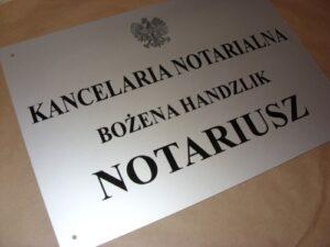Grawerowany szyld notarialny wykonany z aluminium anodowanego 3 mm rozmiar 50x35 cm