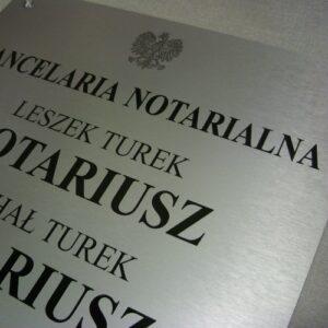 Grawerowana tablica notarialna - materiał aluminium anodowane gr 2 mm o strukturze stali nierdzewnej szlifowanej