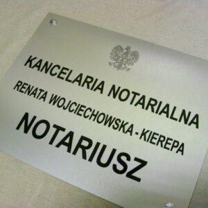 Tablica grawerowana dla notariusza wykonana z aluminium o rozmiarze 50x35 cm
