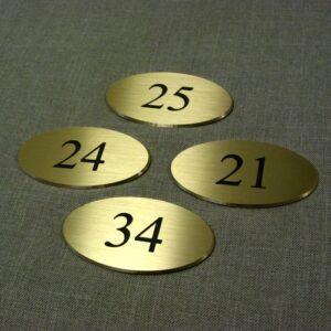 Numerki na drzwi wykonane z mosiądzu szlifowanego grawerunek oksydowany