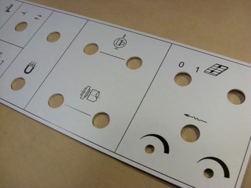 Panel grawerowany z aluminium
