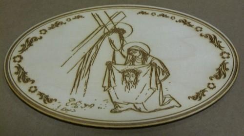 Pamiątka religijna wygrawerowana na desce drewnianej