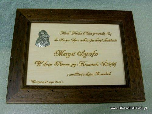 Pamiątka religijna wygrawerowana w listewce drewnianej
