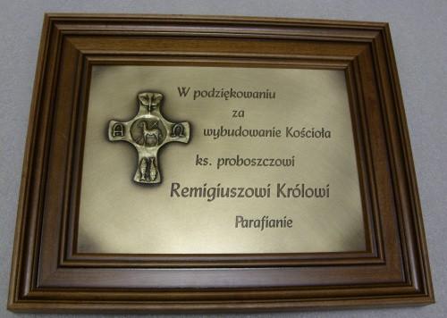 Pamiątka Komunii św. wygrawerowana w mosiądzu